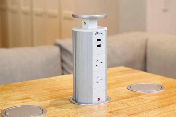 V6: Image 2x Outlets + USB + Overload